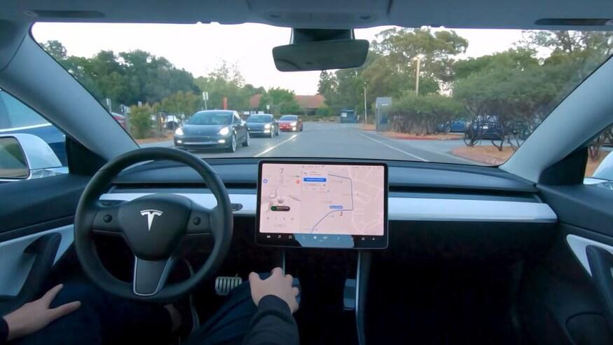 """""""Look Mom, no hands!"""" – Tesla owners"""